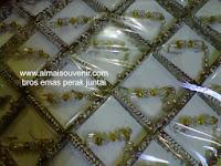 souvenir bros emas perak juntai, souvenir pernikahan, Souvenir pernikahan murah,  souvenir bros