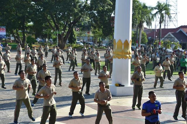Personel Korem 141/Tp, Tiba-tiba Laksanakan Apel Pagi di Lapangan Merdeka Watampone