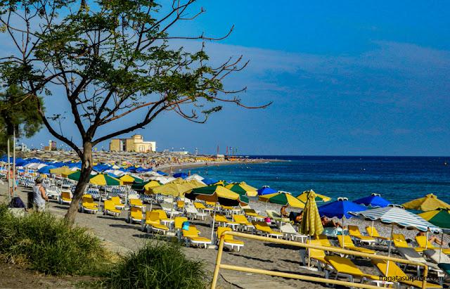 Praia de Elli, na Cidade de Rodes, Grécia