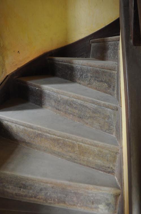 Chi tiết cầu thang của biệt thự cổ bỏ hoang ở Đà Lạt- ảnh 2