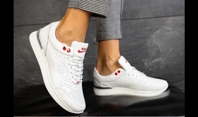 Белые кроссовки – просто, но нескучно
