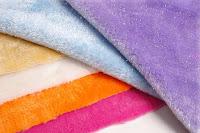 Çeşitli renklerde pelüş kumaşlar