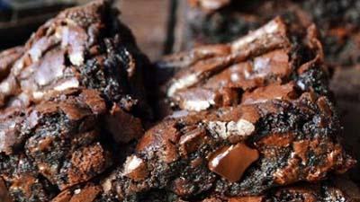 Better than a Boyfriend Brownies - www.uniquegiftstips.com