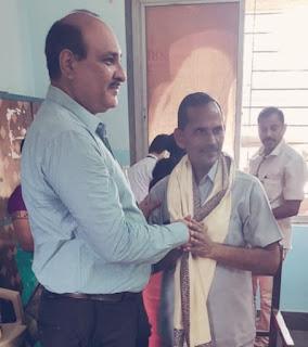 मनपा के आदर्श शिक्षक रहे शिव धनपाल–अशोक मिश्रा   #NayaSaberaNetwork