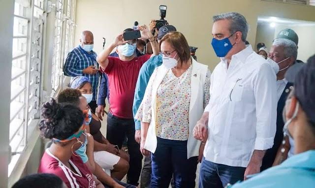 LUIS ABINADER SUPERVISA JORNADA DE VACUNACIÓN EN SAN CRISTÓBA