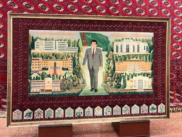 トルクメニスタン国立博物館にあった大統領を刺繍した巨大な絨毯
