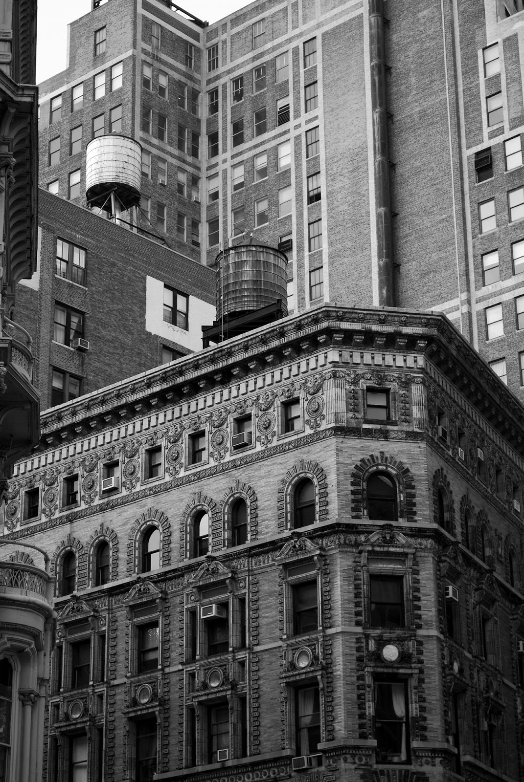 architecture nyc black white