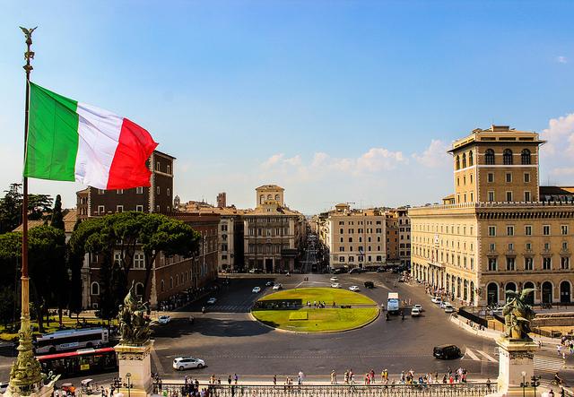 Италия: результаты дня выборов пока поддерживают преемственность правительства