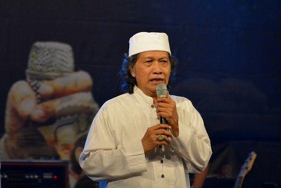 "Tanggapi Wacana Presiden 3 Periode, Cak Nun: Hanya di Indonesia ""Manusia"" Lebih Berkuasa daripada Tuhan!"