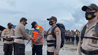 Amankan TPS Dipulau Terluar, Personel Polres Pelabuhan Dibekali Jaket Pelampung