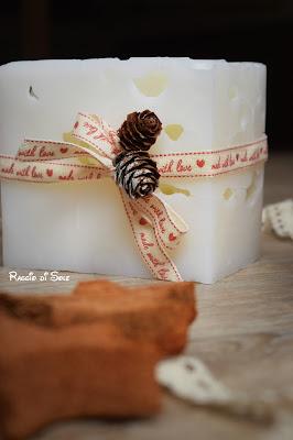 Candele effetto ghiaccio fai da te, con elementi decorativi naturali: idea regalo, decorazione casa.