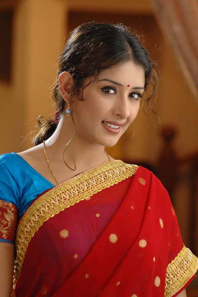 Samiksha in red saree