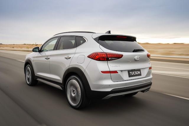Rear 3/4 view of 2019 Hyundai Tucson