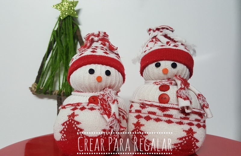 muñeco de nieve reciclando calcetines