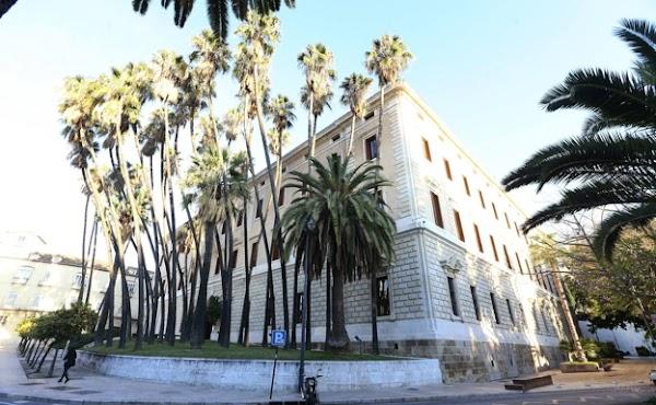 La cofradías de Málaga barajan exposiciones de tronos y enseres en edificios de la Junta en la Semana Santa