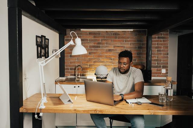 9 dicas indispensáveis para quem irá adotar o home office em 2021