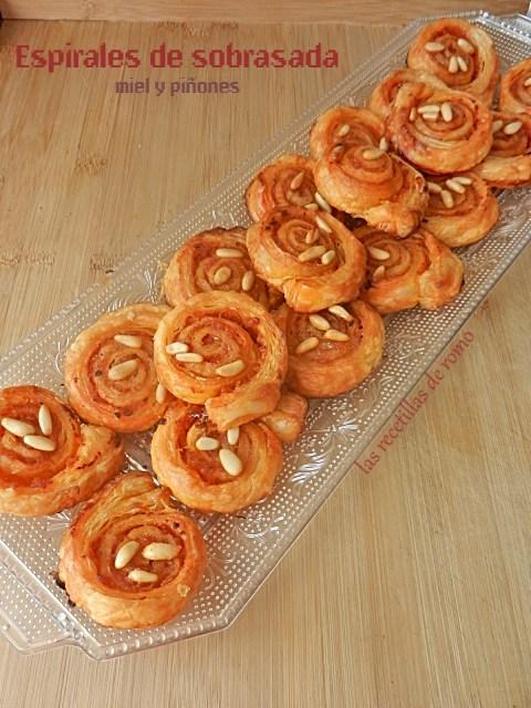 Espirales de sobrasada, miel y piñones