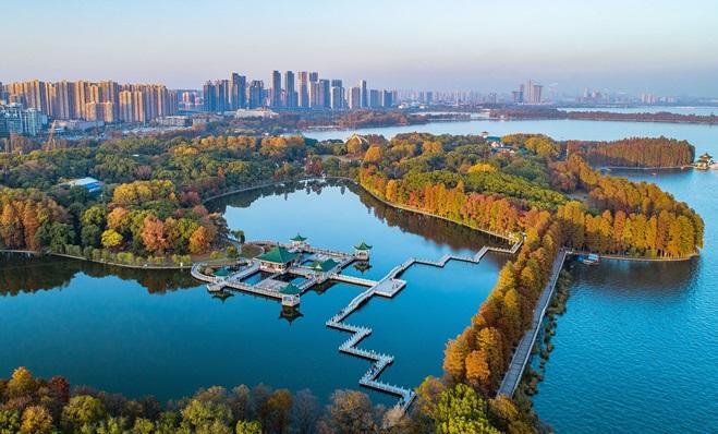 ทะเลสาบตงหู (Donghu Lake: 东湖)