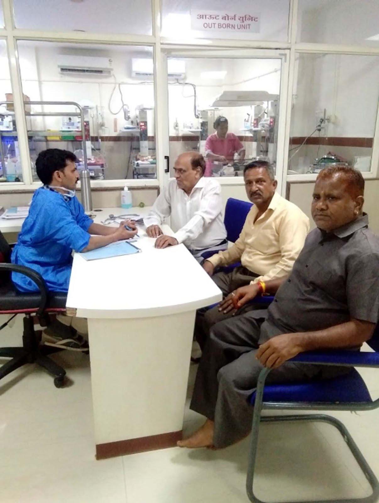 Jhabua News-जिला बाल अधिकार मंच की टीम ने एसएनसीयू पहुंचकर लावारिस बच्ची के स्वास्थ्य के बारे में जाना