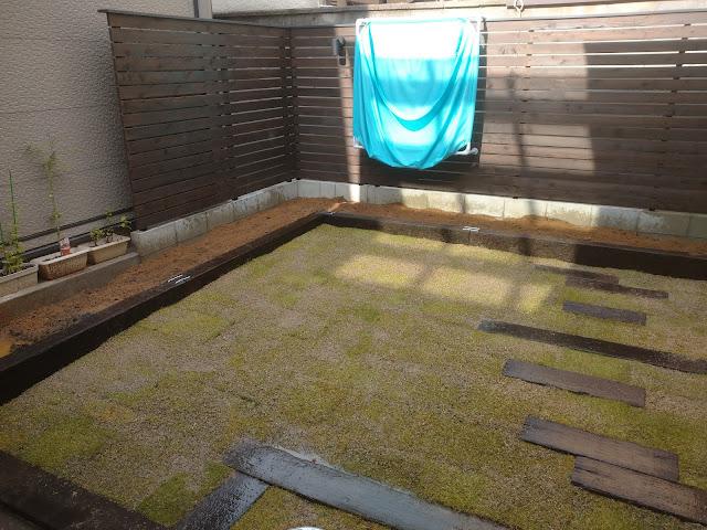 中京区壬生 芝張花壇工