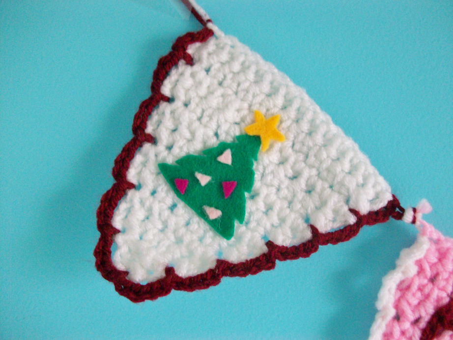 Crocheting Over Ends : MooeyAndFriends: 12 Days Of DIY: Crochet Christmas Banner