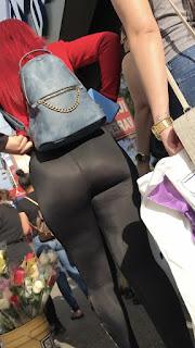 Mujeres buenas nalgas calzas tanga marcada