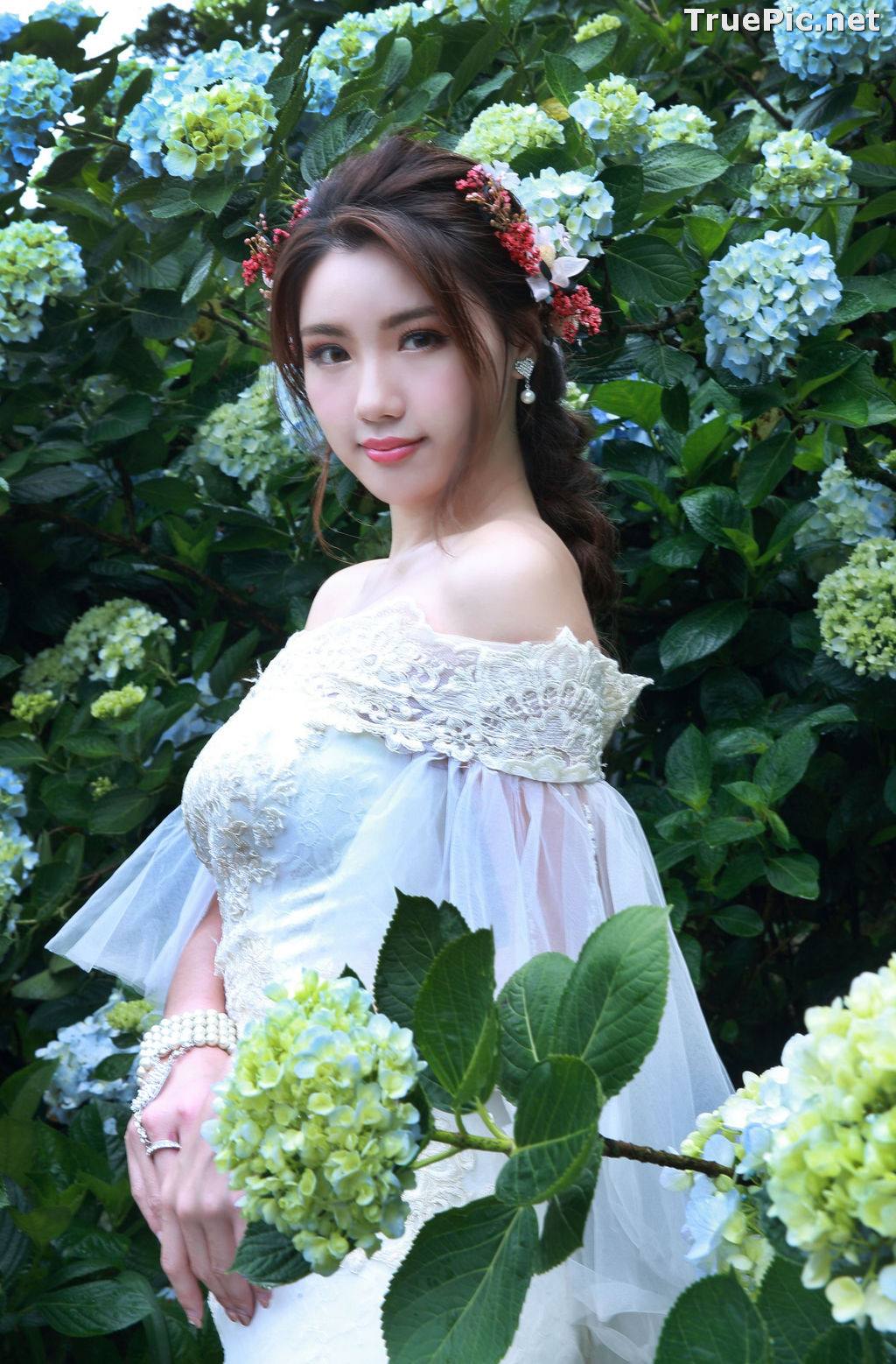 Image Taiwanese Model - 張倫甄 - Beautiful Bride and Hydrangea Flowers - TruePic.net - Picture-5