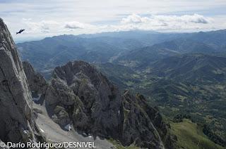 Carlos Suárez, escalador, alpinista y saltador base será el protagonista de esta primera edición