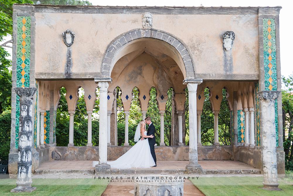 Bride and groom in Villa Cimbrone tea room