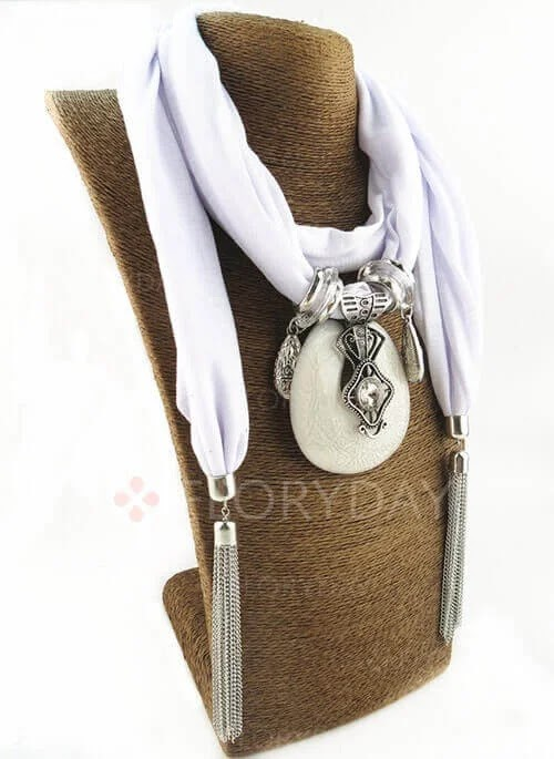 scarves,solid scarves,scarf,scarfs,casual holiday outfits,solid scarf,pashmina scarves,tie scarves,wearing scarves,how to tie scarves,cashmere scarves,basic knots for scarves,solid colored pashmina,wholesale scarves,fashion,tying scarves,black scarves,solid one,scarves dot net,calvin klein scarves & wraps