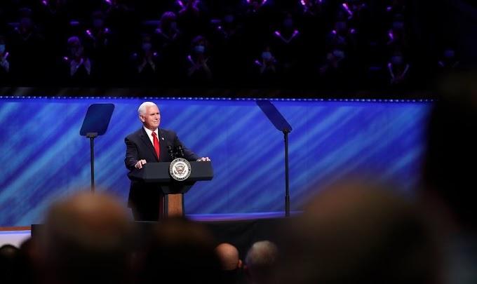 """""""Mais do que nunca que precisamos de oração"""", diz vice-presidente dos EUA à igreja"""