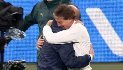 Roberto Mancini abbraccio Gianluca Vialli finale europeo Italia Inghilterra 11 luglio