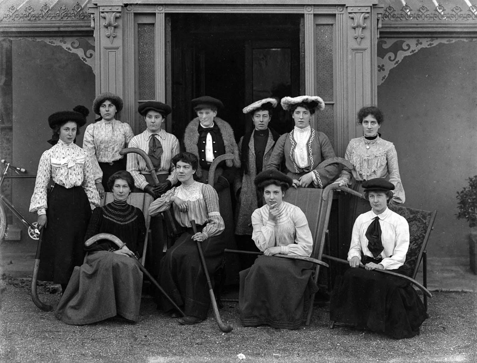 Field hockey players. 1904.