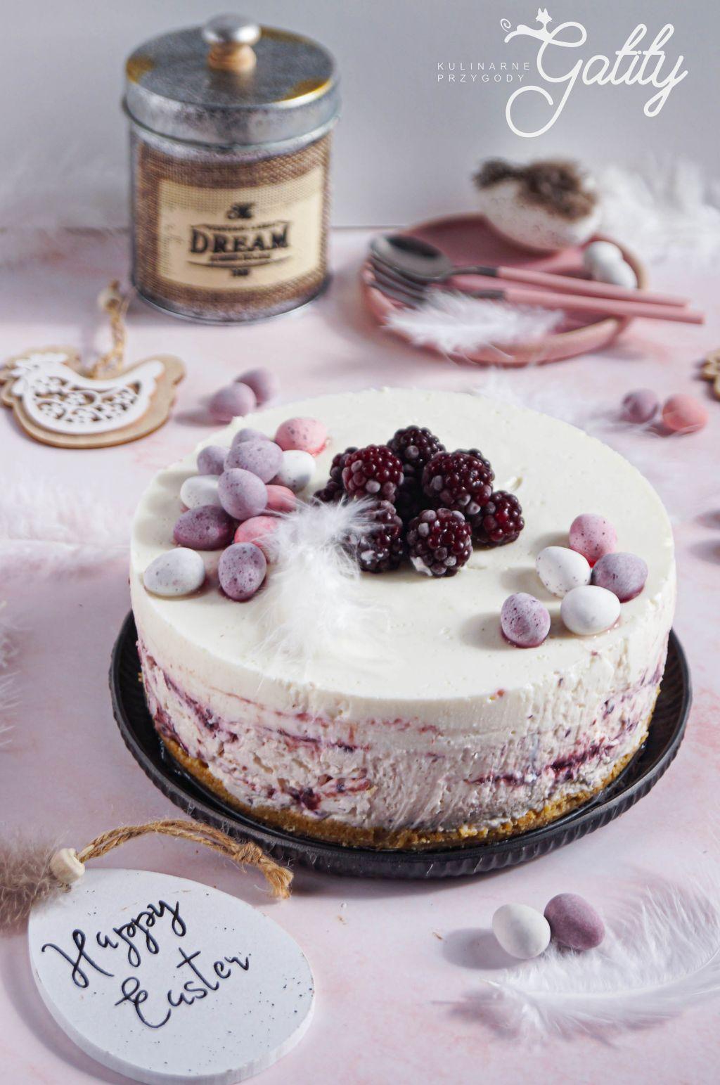 bialo-rozowe-okragle-ciasto