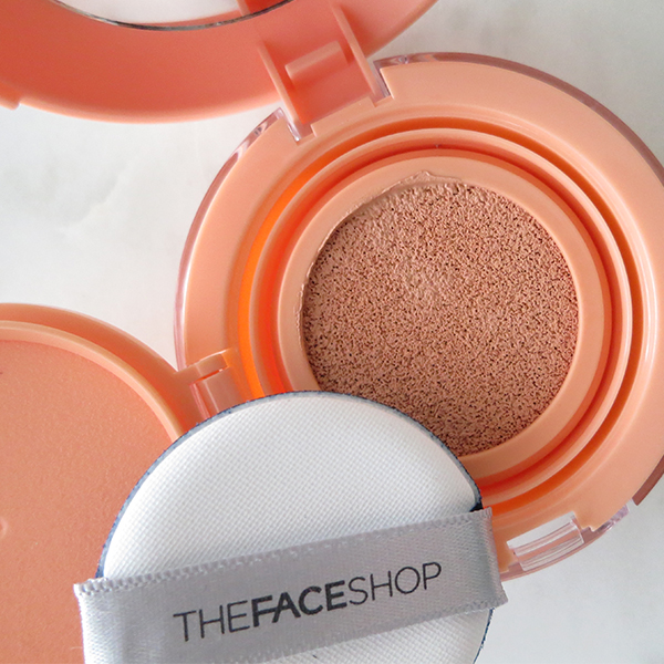 Korean beauty and skincare brand THEFACESHOP releases a new hydrating blush cushion compact in March 2016, shown here in peach.