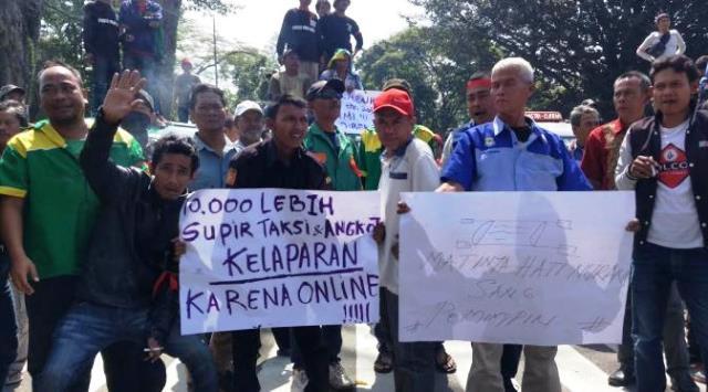 Sopir Taksi Ogah Pilih Jokowi