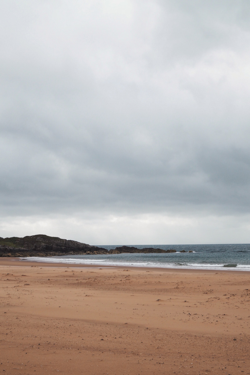 La plage de sable rose Red point en Ecosse