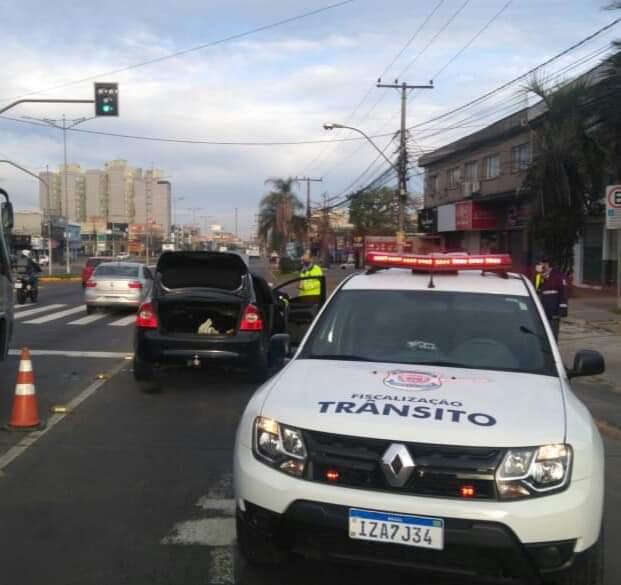 Veículo é abandonado após colisão em Cachoeirinha