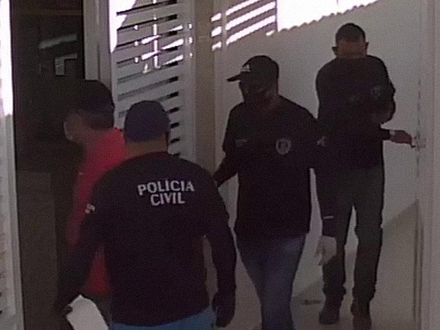 Câmeras de segurança registram ação de bandidos na casa de autônomo, no sertão da PB