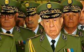 فيديو خطير يفضح تورط جنرالات الجزائر في افتعال الحرائق لإبادة سكان القبايل