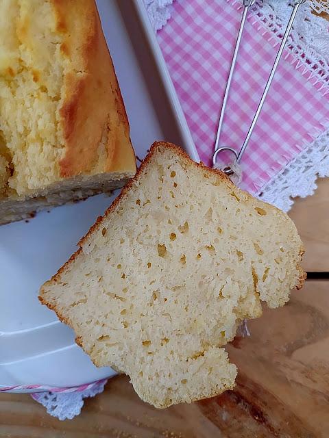 Receta de bizcocho de cava y queso ricotta. Desayuno, merienda, postre. Tierno, jugoso, esponjoso, fácil, requesón, receta de aprovechamiento, Lidl, horno, Cuca