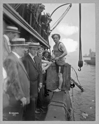 Harry Houdini, 1912  foto blanco y negro