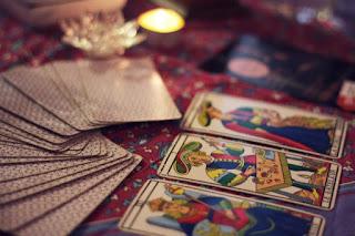 Dywinacja za pomocą kart tarota