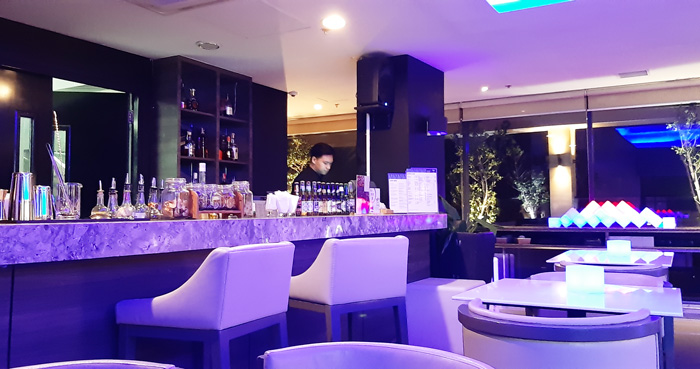Straight-Up is Seda Atria's a roof-top bar with relaxing music, great drinks and pica-pica  with a spectacular view of Iloilo skyline.