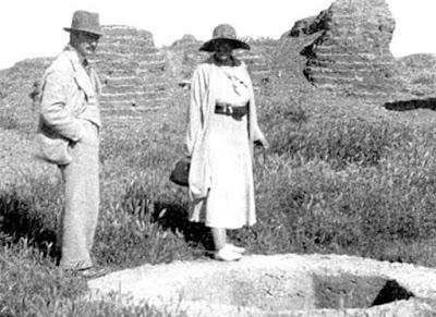 Max Mallowan and Agatha Christie.Wikipedia