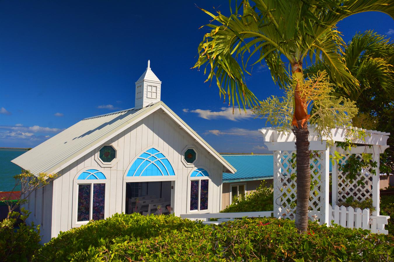 Hawaii Wedding Chapel: Princess Lagoon Wedding Package