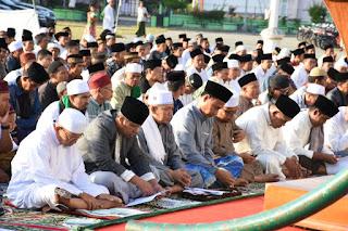 Sholat Idul Fitri di Lapangan Supersemar Tanjung, Bupati KLU : Momentum Untuk Bangkit dan Bangun Kembali Merajut Kebersamaan