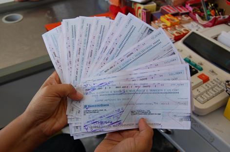 Resultado de imagen de cheques robados