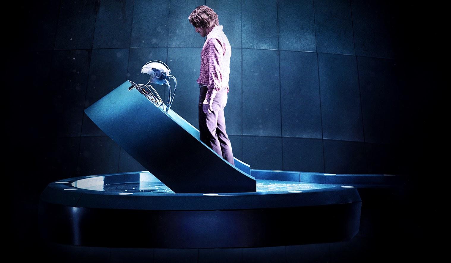 Charles Xavier în interiorul maşinăriei Cerebrum