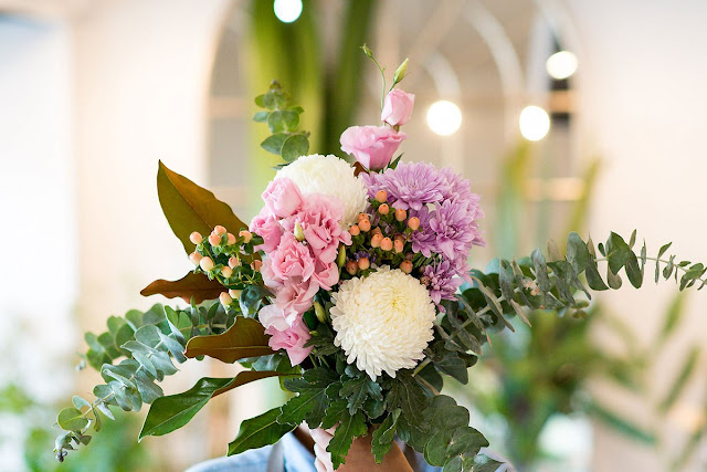 Propose Your Crush with a Gift of Flower Bouquet! – Peek A Boo!